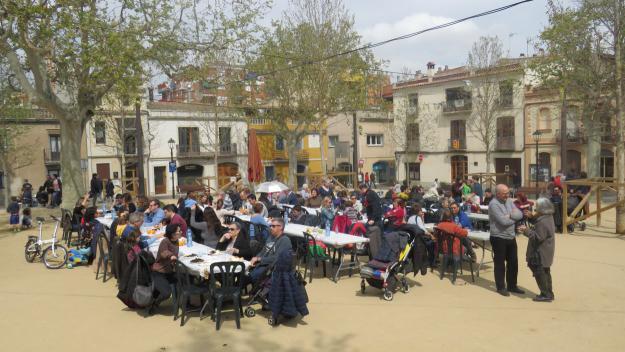 La carxofada solidària dels veïns del Centre-Estació recapta 1.000 euros per a Noestasola