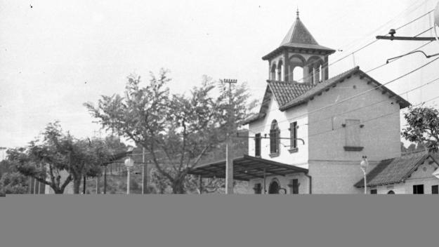 Estació de Valldoreix, vers 1940 / Foto: Fons Cabanas (fotògrafs). AMSCV.