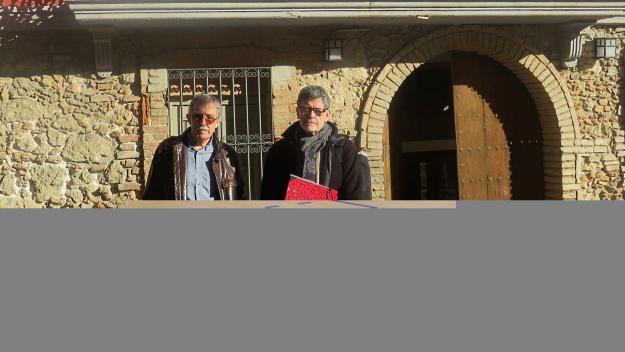 José Luis Villanueva i Paco Baena, davant del que serà el Museu del Còmic / Foto: Cugat.cat