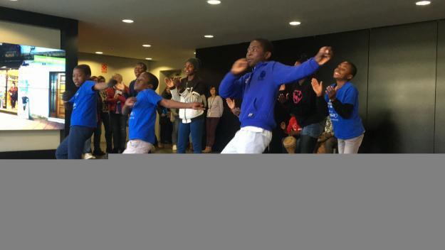 Música i dansa per unir Malawi i Sant Cugat a través de 10 infants