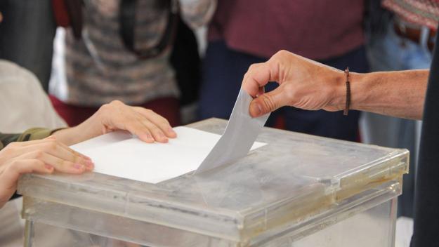 L'Ajuntament se suma a la commemoració de les primeres eleccions municipals democràtiques / Foto: Localpres