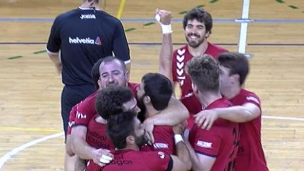 Els jugadors de l'Handbol Sant Cugat celebrant el triomf / Foto: Cugat.cat