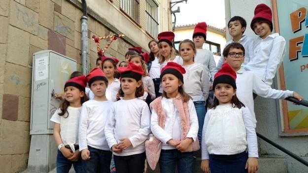 El Cor Infantil Fusió porta les caramelles als carrers de Sant Cugat