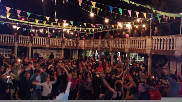La Floresta celebra els 100 anys amb el ball del centenari