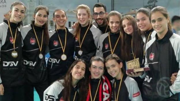 L'infantil del DSV- Volei Sant Cugat, campió de Catalunya