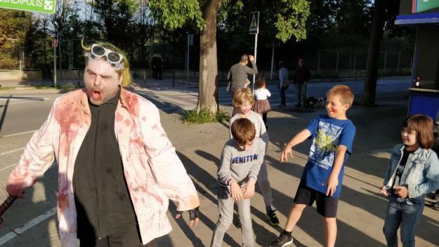 [Fotogaleria] El Sant Cugat Fantàstic contagia la infecció zombi a la ciutat