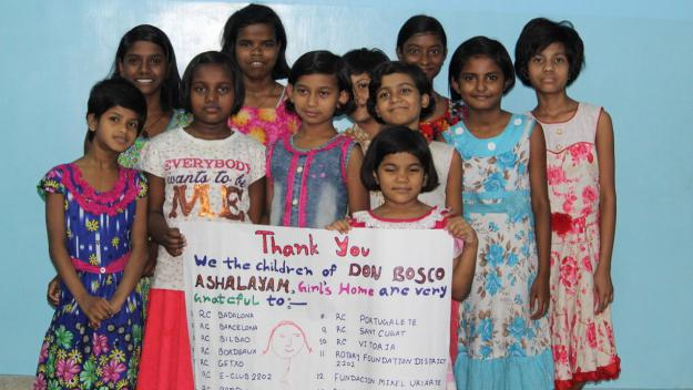 32 nenes acollides a Calcuta / Foto: Fundació Rotaria Internacional