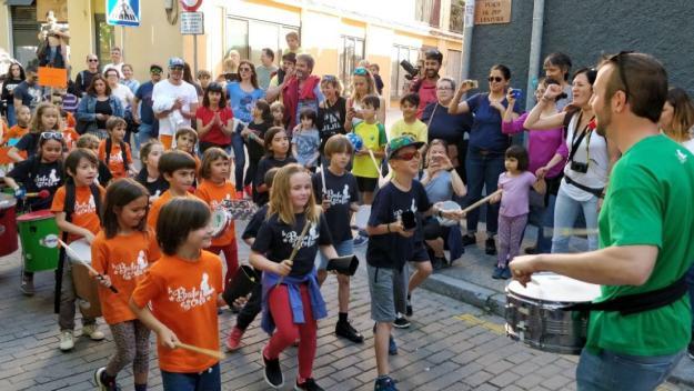 [Fotogaleria] La 6a Festa de la percussió infantil fa tronar els carrers de Sant Cugat