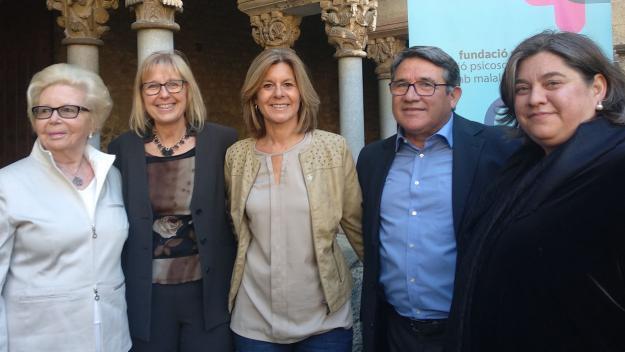 Clàudia Massé i Josep Cañete al centre amb l'alcaldessa, Carmela Fortuny / Foto: Cugat.cat