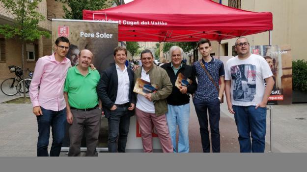 Para informativa del PSC al carrer de la Creu / Foto: Cugat.cat