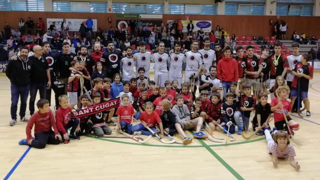 Foto de família del Patí Hoquei Club Sant Cugat per acomiadar-se de l'Ok Lliga / Font. Cugat.cat