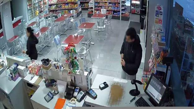 Detingut un santcugatenc per robatoris a domicilis i una benzinera