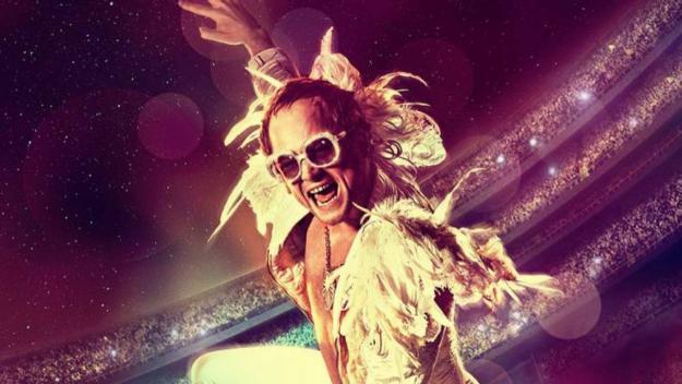 Taron Egerton es posa a la pell d'Elton John a 'Rocketman'
