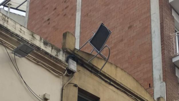 'Cadira voladora' al carrer de Santiago Rusiñol