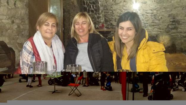 La Cristina, al mig, amb les seves cosines / Foto: Cedida