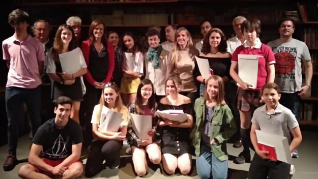 El gunyador del 17è Premi de Poesia Gabriel Ferrater ha compartit escenari amb els premiats al certamen de Secundària / Foto: Cugat Mèdia