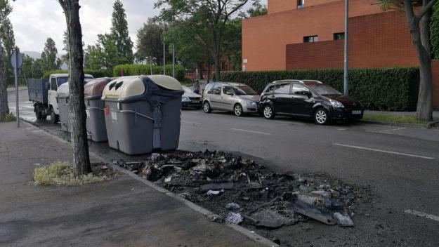 Imatge d'arxiu de contenidors cremats / Foto: Cugat Mèdia