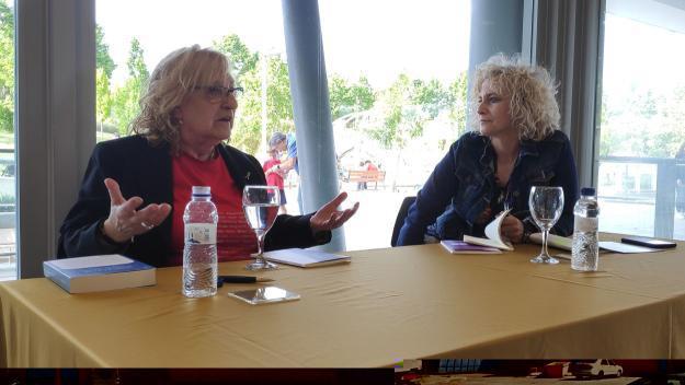 Marta Pessarrodona ha presentat el nou poemari acompanyada de la periodista Mònica Terribas / Foto: Cugat Mèdia
