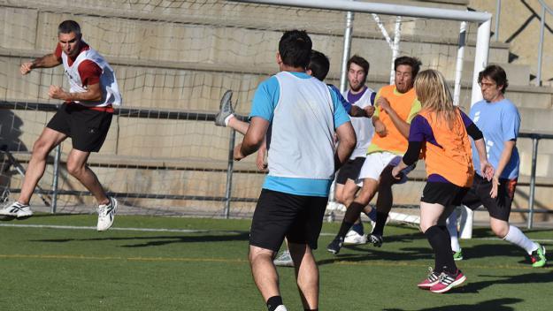 Els periodistes arriben amb set de venjança al tradicional partit de futbol contra els polítics