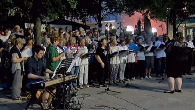 Les veus de les entitats i escoles de música conflueixen amb la cantada de 'Memory'