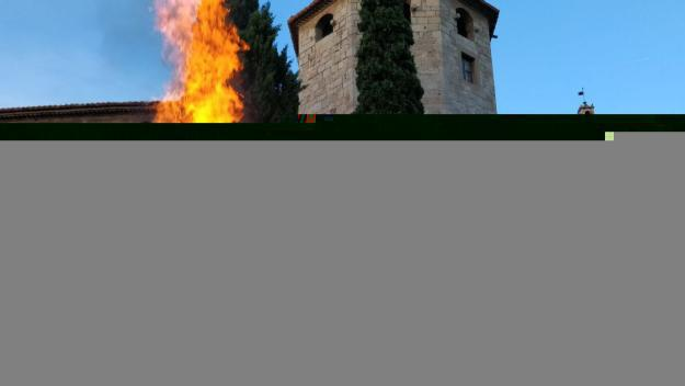 La Flama del Canigó manté viva a Sant Cugat la unió dels Països Catalans