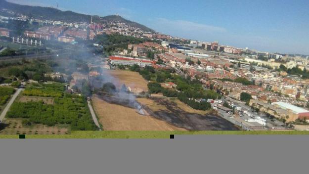 El foc es va produir a Sant Joan Despí / Foto: Twitter Bombers