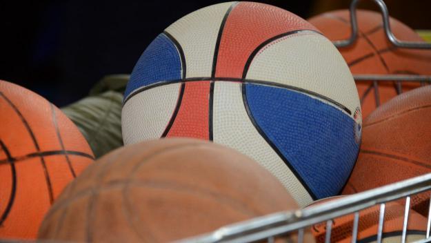 Tornejos de bàsquet i handbol en el primer dia de Festa Major