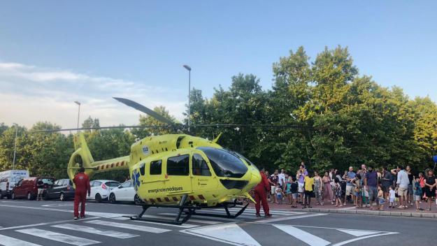 L'helicòpter ha aterrat a tocar del Parc Central / Foto: Cugat Mèdia