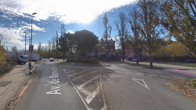 Un motorista en estat crític per un accident a Sant Cugat a l'avinguda de Montserrat Roig