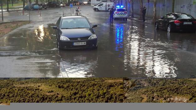 Un dels carrers afectats per la forta pluja / Foto: Cugat Mèdia