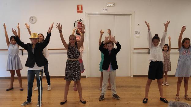 Els alumnes del casal durant la funció / Foto: Cugat Mèdia
