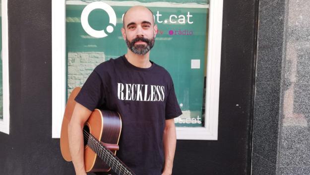 [ENTREVISTA] Carlos Bragado, músic: 'Jo anava amb vestit i corbata cada dia, ara la jornada laboral és un regal'