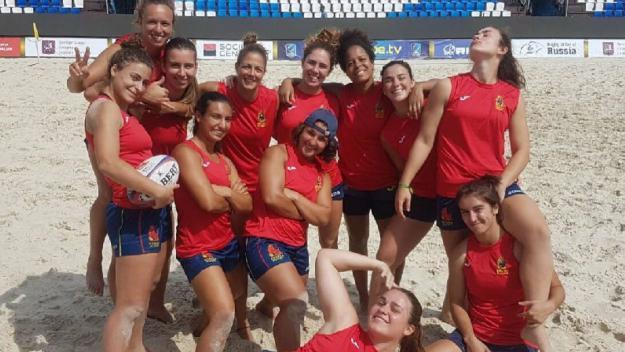 La selecció espanyola, amb Elisabet Segarra, bronze a l'Europeu de rugbi platja / Font: Ferugby.es