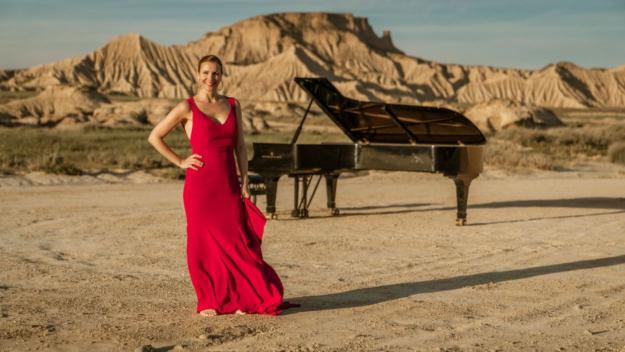 Cristina Casale promociona el seu nou treball 'Duende' amb un videoclip enmig del desert