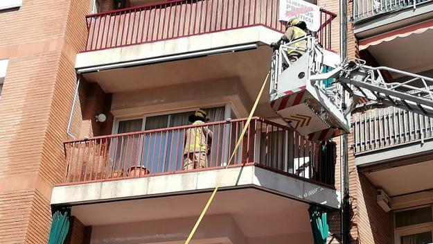 Un petit incendi crema una part d'una terrassa del carrer de Sant Bonaventura