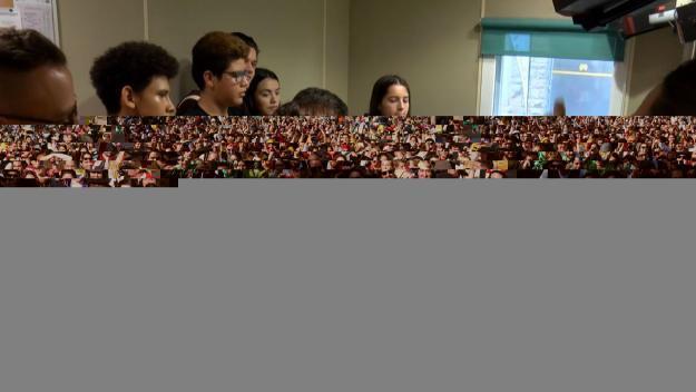 Els joves del casal d'estiu de la Creu Roja visiten Cugat Mèdia