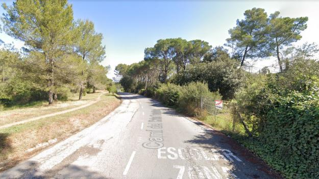 La zona del camí del Crist Treballador no es pot tornar a asfaltar perquè forma part del Parc Natural de Collserola / Foto: Google Maps