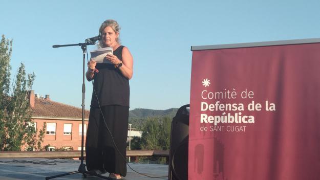 La membre del CDR Núria Bou durant l'acte / Foto: Cugat.cat