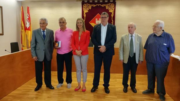 Imatge de l'homenatge a l'associació de propietaris i veïns de Valldoreix / Font: Cugat Mèdia