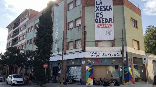 Una cinquantena de persones ha fet guàrdia per evitar el desallotjament / Foto: Cugat Mèdia
