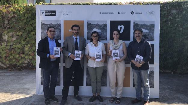 Pep Tugues, Oriol Ponsatí, Esther Madrona, Amanda Bernal i Jordi Lara a la presentació de Sant Cugat / Foto: Cugat Mèdia