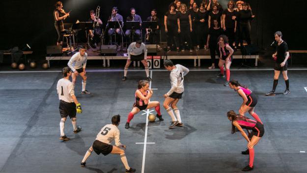 Futbol i dansa a 'La partida' / Autor: Elena Àlvarez