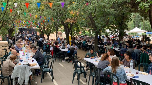 Els jardins de Sant Francesc s'han omplert amb la Paella Popular / Foto: Cugat Mèdia