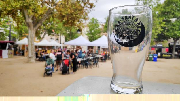 El Sant Q Beer Festival omple la plaça de Barcelona de bon ambient i cervesa artesana