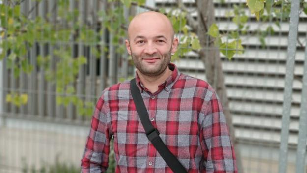 Ricard Valentí és president de l'Associació de Joves Gitanos de Gràcia / Foto: Cugat Mèdia