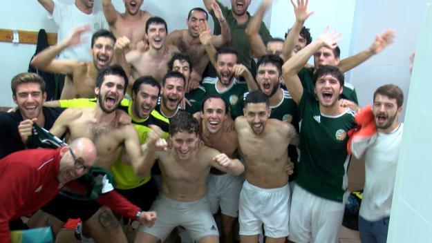 Els jugadors del Valldoreix FC celebrant la victòria / Foto: Cugat Mèdia