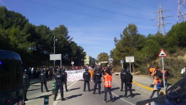 Tensió entre Mossos i estudiants a una protesta a la UAB