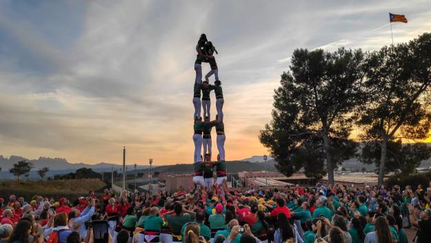 Els Castellers de Sant Cugat s'alcen a Lledoners per reclamar la llibertat dels presos