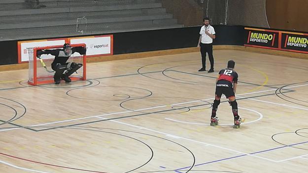 Pau Gilabert en el moment de marcar el primer gol del matx / Font: Cugat Mèdia