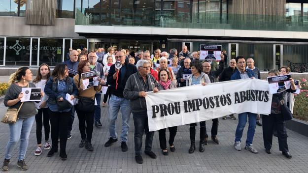 Una quarantena de persones mostra el seu rebuig a l'augment de l'IBI i al tribut metropolità